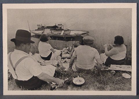 HENRI CARTIER BRESSON, Sunday on the Banks of the River Marne, tiraje posterior del negativo original . Sello del autor